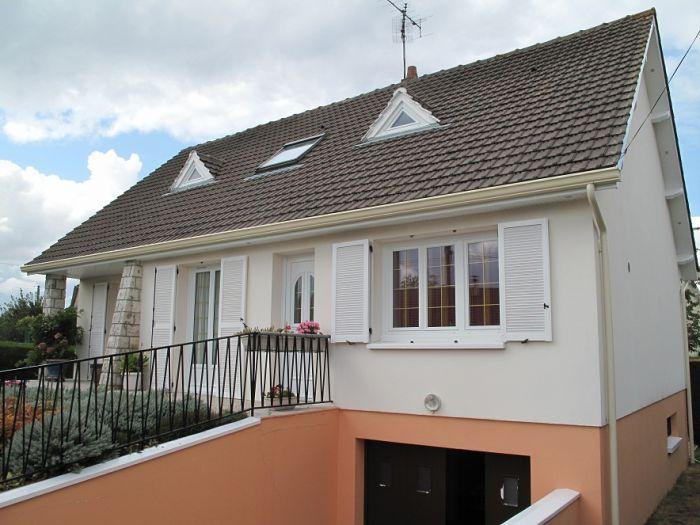 Rénovations de toiture Ravalement imperméabilisant Fenêtres pvc Gouttières aluminium