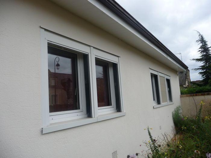 Fenêtres PVC et volets roulants sur Maison Phénix