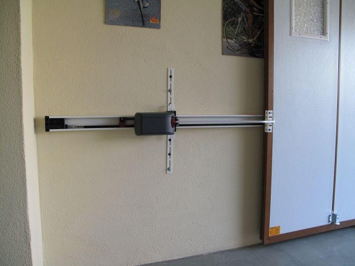 GST Rénovation - Moteur de porte de garage sectionnelle vue de l'intérieur