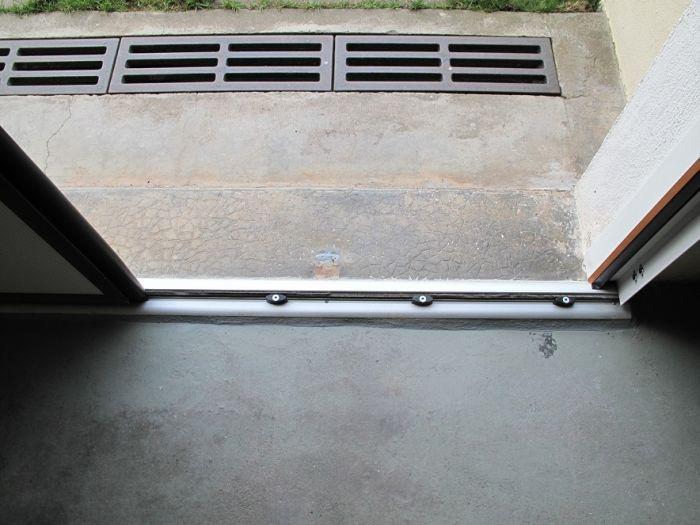 GST Rénovation - Rail de porte de garage sectionnelle