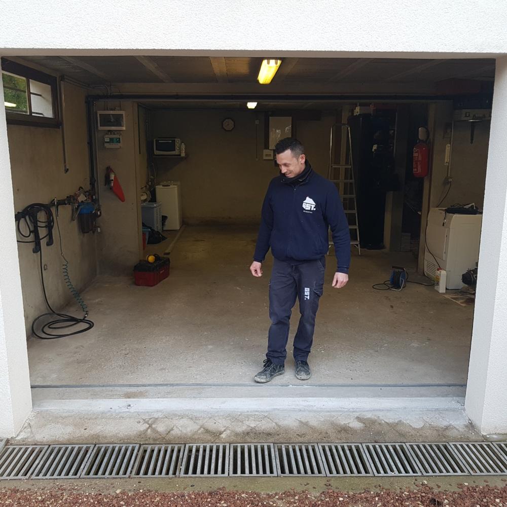 GST Rénovation -Dépose de la porte de garage