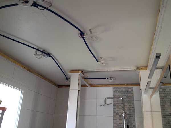 GST Rénovation - Plafond tendu douche avant